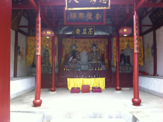The alter to honor the 'land gods'.
